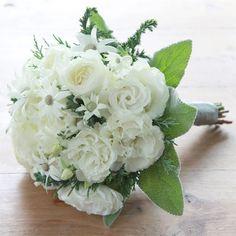 ★ブランネージュ まるで雪を集めたように真っ白な花々を束ねたブーケ。今年のクリスマスは、この花々のように、純真無垢な愛の気持ちを伝えてみてはいかがですか? 6,000円(税別) # kusakanmuri