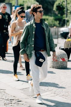 The Best Street Style from Pitti Uomo 92 Photos Best Street Style, Cool Street Fashion, Street Style Guys, Style Casual, Men Casual, Men's Style, Mens Casual Dress Fashion, Casual Wear, Casual Styles