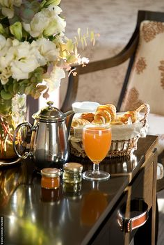 The french breakfast of the Hotel Le Tourville, Paris.The Morning After! Coffee Time, Tea Time, Coffee Break, Breakfast In Bed, Romantic Breakfast, Country Breakfast, Breakfast Buffet, Breakfast Healthy, Health Breakfast