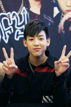 [PIC] 141128 #GOT7 #BamBam Fan Autograph Session @ Yeouido IFC Mall #4 <https://www.facebook.com/media/set/?set=a.572552036208052.1073741838.114534342009826&type=3&uploaded=9…>