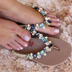 Boho Shoes, Bling Shoes, Beaded Bags, Beaded Bracelets, Flip Flop Craft, Decorating Flip Flops, Shoe Refashion, Flip Flop Slippers, Fringe Sandals