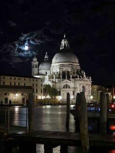 Santa Maria della Salute, or 'La Salute' across from Piazza San Marco. Places Around The World, Around The Worlds, Visit Venice, Romantic Destinations, Santa Maria, Taj Mahal, Beautiful Places, To Go, Bucket