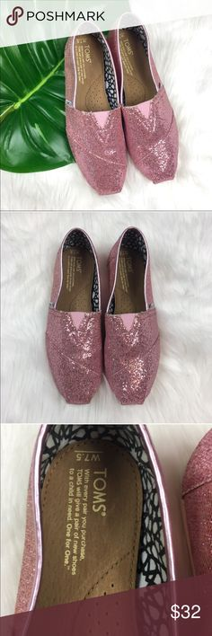 Toms Pink Glitter Classics Toms Pink Glitter Classics. Size 7.5 pre owned condition with basic wear. Notice that the edges have the wear. Only worn a few times. No box or dust bag included.  ❌I do not Trade  Or model Posh Transactions ONLY Toms Shoes Flats & Loafers
