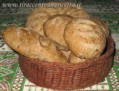Valle d'Aosta - Pane nero o Pan Ner: è uno dei Prodotti Tradizionali, realizzato con farina di segale.