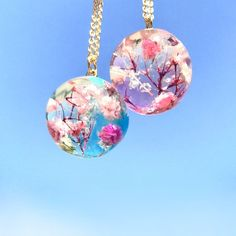 [★PSYCHE☆] never ending world necklace*書籍提供作品 Kawaii Jewelry, Cute Jewelry, Jewelry Accessories, Resin Necklace, Resin Jewelry, World Necklace, Magical Jewelry, Diy Resin Crafts, Resin Charms