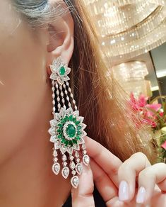 Fashion Chandelier Earrings – Decorating Your Home Diamond Chandelier Earrings, Emerald Earrings, Pakistani Jewelry, Indian Jewelry, Gold Earrings For Women, Chanel Pearls, Diamond Tops, Ear Jewelry, Jewelry Box
