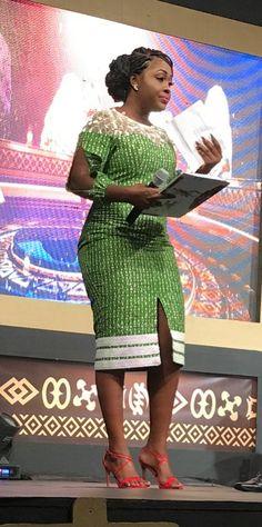A réaliser African Dresses For Kids, African Fashion Ankara, Latest African Fashion Dresses, African Dresses For Women, African Print Dresses, African Print Fashion, Africa Fashion, African Attire, African Women