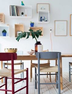 Bolig: Indrettet med respekt for det gamle Dining Room Inspiration, Interior Inspiration, Diy Home Furniture, Piece A Vivre, Updated Kitchen, Scandinavian Interior, Apartment Design, Beautiful Interiors, Dining Area