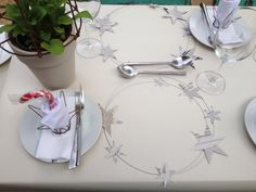 Natural Christmas. Wire & Newspaper place mats