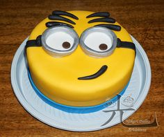 Minion round cake