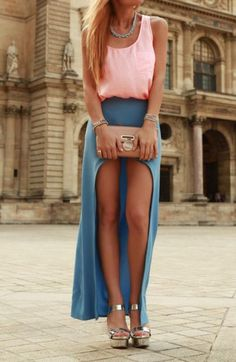 Street style: Pink top and high low blue skirt, nude tote and metallic sandals. Fashion Mode, Look Fashion, Fashion Trends, Teen Fashion, Fashion Ideas, Fashion Shoes, Fashion Finder, Fashion 2015, Skirt Fashion