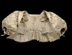 The bodice has a boned foundation of canvas and buckram on the inside, which laces at the front. Although only the bodice of this outfit now survives, it would have been worn with a petticoat and the ensemble completed with stomacher, lace ruff and cuffs. 17th Century Clothing, 17th Century Fashion, Renaissance Mode, Renaissance Fashion, Historical Costume, Historical Clothing, Baroque Fashion, Vintage Fashion, Edwardian Fashion