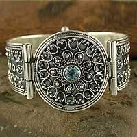Unique Jewelry designs! Gotta love them