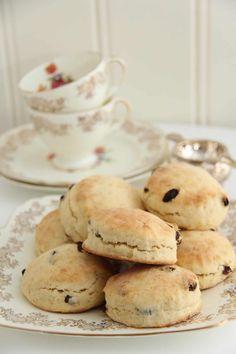 Britiske scones - My Little Kitchen Clotted Cream, Little Kitchen, Afternoon Tea, Scones, Crumpets, Nom Nom, Food And Drink, Muffins, Cookies