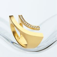Angela Hübel. REGENBOGEN (RAINBOW) RING 750 GOLD, BRILLIANT-CUT DIAMONDS.