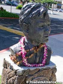 Hawaii Five-O Jack Lord Bust in   Honolulu, Oahu, Hawaii
