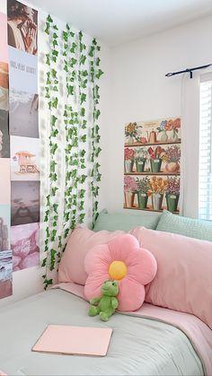 Pastel Room Decor, Pastel Bedroom, Indie Room Decor, Cute Bedroom Decor, Room Design Bedroom, Aesthetic Room Decor, Room Ideas Bedroom, Bedroom Inspo, Study Room Decor