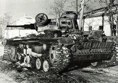 Подбитый немецкий танк Pz.Kpfw. III, оснащенный «восточными» гусеницами
