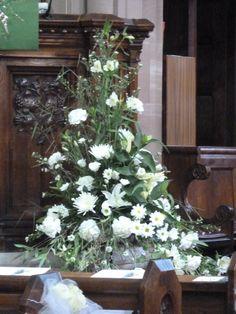 White Flowers in Church for Wedding Altar Flowers, Church Flower Arrangements, Church Flowers, Wedding Flower Arrangements, Wedding Flowers, White Weddings, Table Wedding, Yellow Wedding, White Flowers