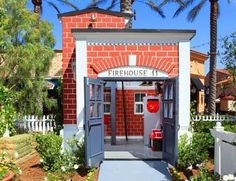 Could you imagine playing in this playhouse? I love it!