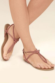Take the pool party by storm in the Sybil Mauve Suede Flat Sandals! Rounded, vegan suede straps join to form a toe thong, and knotted upper with adjustable ankle strap (and gold buckle).