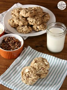 White Chocolate Maple Pecan Oatmeal Cookies Recipe from @Jess Pearl Liu l A Kitchen Addiction