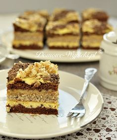 Layered Nut and Cocoa Cake with Dulce de Leche. Sweets Recipes, Cupcake Recipes, Cupcake Cakes, Snickers Cake, Polish Desserts, Cocoa Cake, Torte Cake, Just Cakes, Food Cakes