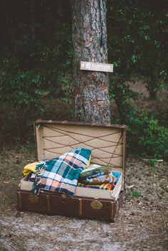 Wedding in the Woods - Vintage suitcases with blankets - Campfire decoration | Photography by 88forever | Styling&props by Inspire Styling More