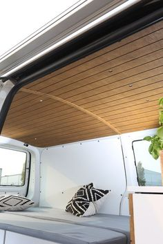 caravan renovation 706854103989945780 - Bullifaktur VW Transporter Camper Wohnmobil Campervan Motorrad Source by matthiasloehlei Vw Lt Camper, Sprinter Camper, Camper Life, Vw T4, Van Conversion Interior, Camper Van Conversion Diy, Transporteur T5, Foodtrucks Ideas, Luxury Campers
