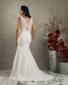 6510 lace illusion v back trumpet gown #laceweddingdresses #illusionback #vback #trumpetweddingdresses #weddingdresses