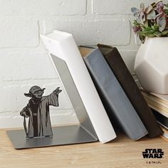 Use the power of the force to keep your books in order with the Star Wars Yoda bookend. Designed to form the illusion Yoda is keeping your books at bay. Star Wars Room, Star Wars Art, Star Wars Decor, Cadeau Star Wars, Star Wars Zimmer, Nerd Decor, Book Holders, Star Wars Gifts, The Force Is Strong
