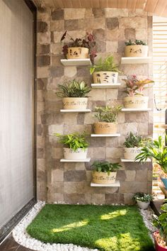 Vertical Garden Design on Balcony Wall - Unique Balcony & Garden Decoration and Easy DIY Ideas Small Balcony Design, Small Balcony Garden, Small Balcony Decor, Balcony Ideas, Modern Balcony, Balcony Decoration, Terrace Ideas, Balcony Plants, Patio Plants