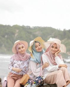 """2,198 Likes, 20 Comments - Sister HOOD Hijab (@hijabsisterhood) on Instagram: """"Hijab sister hood by @anneazka . Show how fun, warm and styling your hijab sister with us …"""""""