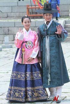 Joseon Princess  and men's hanbok (Korea)