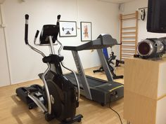 Crosstrainer, juoksumatto, fillari, soutulaite - you name it! Kyllä kuntosalille syke nousee. Workplace, Stationary, Gym Equipment, Bike, Bicycle, Office Workspace, Trial Bike, Workout Equipment, Exercise Equipment