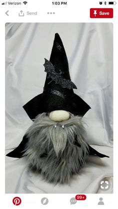 Cool wizard fonts, gnome plushie toy inspiration for Halloween - Wichtel - Dulceros Halloween, Halloween Vampire, Holidays Halloween, Halloween Decorations, Fall Crafts, Holiday Crafts, Holiday Fun, Holiday Themes, Scandinavian Gnomes