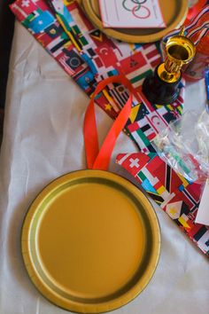 Everything you need to throw the best Olympic party! Includes free printables and Olympic party games, decor, dessert bar, and other ideas to make your party a gold medal winner! Beer Olympics Party, Summer Olympics, Special Olympics, Olympic Idea, Olympic Games, Olympic Gymnastics, Claudia Bartelle, Olympic Crafts, Usa Party