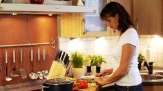 woman cooking - Buscar con Google