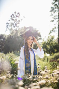 A collection of photos encapsulating a student's remarkable achievement of finishing their college journey. College Graduation Photos, Grad Pictures, Graduation Picture Poses, College Graduation Pictures, Graduation Portraits, Graduation Photoshoot, Graduation Photography, Grad Pics, Vsco Nature