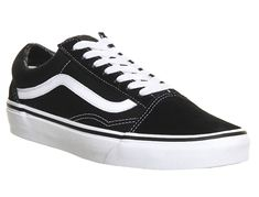 Vans Old Skool Black - Unisex Sports Black Sports Shoes, Black Vans, Black Sneakers, Vans Sneakers, Vans Shoes, Black Shoes, Shoes Sport, Toe Shoes, Converse
