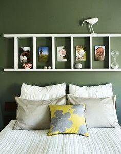 chambre à coucher décorée par une échelle