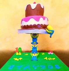 Minions gravity cake  - Cake by Dora Th.