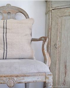 Swedish Decor, Swedish Style, Scandi Style, French Style, Painted Chairs, Painted Furniture, Family Furniture, Swedish Interiors, Shabby Chic Bedrooms