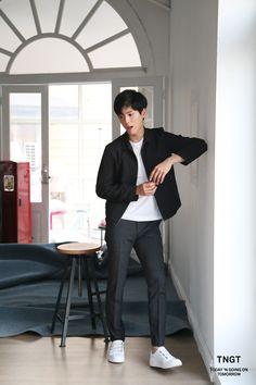 박보검 TNGT 17SS 매직 핏 수트 비하인드컷 170309 [ 출처 http://tngtblog.com/220953335853 ]