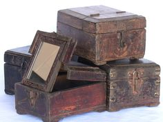 View our Vintage Shaving Box With Mirror from the Gifts For The Home collection - these make wonderully unique gifts for men and women and a great gift for the home. Use it as a jewellery box or storage, it will keep your items nice and tidy. Storage Trunk, Wooden Storage Boxes, Wooden Boxes, Wooden Toy Chest, Money Jars, Wooden Trunks, Antique Chest, Trunks And Chests, Unique Gifts For Men