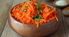 4 velké mrkve, 1-2 středně velké červené řepy, 1-2 pol. lžíce olivového oleje, 1 pol. lžíce jablečného octa, sůl (dle potřeby) Vegetarian Salad Recipes, Summer Salad Recipes, Summer Salads, Healthy Recipes, Carrot Recipes, Soup Recipes, Cooking Recipes, Healthy Weeknight Dinners, Carrot Salad