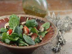 Salade van spinazie en walnoten met kerriedressing