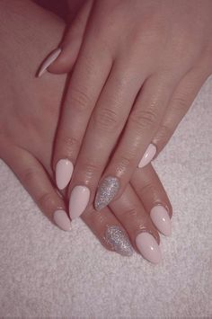 Almond shape pale pink and silver acrylic set