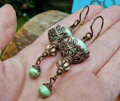 Céramiques en Corbeilles ✿ Boucles d'oreilles bohème, ethnique, céramique Raku, verre filé & cuivre ✿ Idée cadeau printemps Vert : Boucles d'oreille par asta-en-bretagne