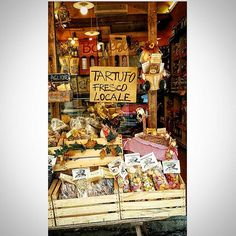 """Tenez bonne table et soignez les femmes."" Napoleon I  instructions to Abbé de Pradt.  Sapori locali/local flavors/sabores locales/Lokale aromen/Saveurs locales #beltruffles#truffles#table#femmes#napoleon#sapori#saveur#italia#siena#gastronomy #feedfeed#luxfood#igfood#foodiesofinstagram#ingredients#luxury#vegasdining#foodgasmic#feedfeed#thefeedfeed#foodieofhouston#foodandwine#discoverychefs#cooking#instagourmet"